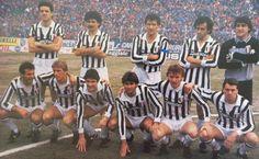 JUVENTUS DE TURIN 1984-85  Debout : Brio, Favero, Scirea, Platini, Bodini Accroupis: Cabrini, Bonini, Rossi, Briaschi, Boniek, Tardelli