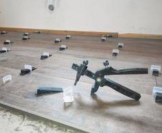 Движемся дальше. Очередной пол в кухне укладывается с помощью системы укладки плитки DLS. Рекомендую @dlspro Это российский керамогранит #ITALON размером 22,5*90 см. система укладки плитки #dlspro