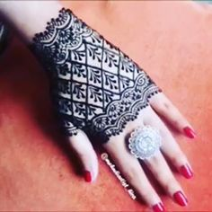 Luv this design 😍😘 Credit for vid ❤❤ ______________________________ Are you interested in Learning Henna Art ? Check Out Our… Henna Art, Hand Henna, Hand Tattoos, Cool Designs, Learning, Cool Stuff, Wrap Dress, Instagram, Check