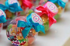SÃO Abc Birthday Parties, Christmas Bulbs, Holiday Decor, Party, Kids Part, Abc Party, Themed Parties, Ideas Para Fiestas, Decorating Ideas
