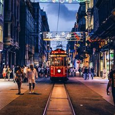 İYİ AKŞAMLAR ___ #istanbul #taksim /@sezyilmaz (istiklal caddesi 'da)