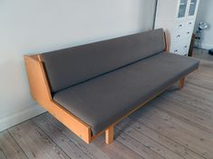 Retro Furniture: Hans J. Wegner model 258 sovesofa