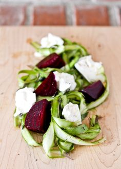 4 Points About Vintage And Standard Elizabethan Cooking Recipes! Asparagus Ribbon Salad With Beets And Burrata - Get The Easy Recipe Perfect For Salad Recipes Video, Healthy Salad Recipes, Delicious Recipes, Healthy Foods, Sin Gluten, Cilantro, Quinoa, Feta, Clean Eating