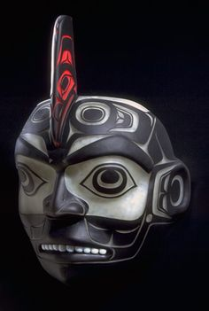 Killer Whale Mask by Tlingit artist Preston Singletary made out of glass. Preston Singletary has been famously creating beautiful Native pieces in glass since transforming the images of his Tlingit heritage into stunning Native American glass art pieces. Arte Inuit, Inuit Art, Native American Masks, American Indian Art, Native Art, Haida Art, Art Premier, Tlingit, Tribal Art