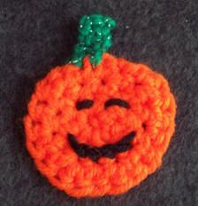 Crochet: Free Halloween crochet pattern - Pumpkin pin