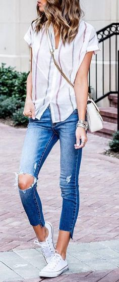 50 Different Ways To Rock Your Style With Taste casual style obsession shirt + rips Spring Summer Fashion, Spring Outfits, Trendy Outfits, Cute Outfits, Fashion Outfits, Fashion Trends, Trending Fashion, Lunch Date Outfit, Casual Chic