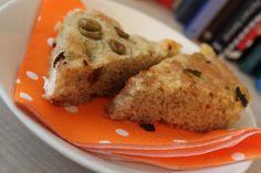 Ihanan suolainen oliivileipä Banana Bread, Desserts, Recipes, Food, Tailgate Desserts, Deserts, Essen, Postres, Dessert