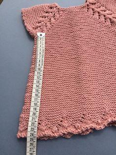 Baby Sweater Knitting Pattern, Baby Knitting Patterns, Crochet Patterns, Diy Crafts Knitting, Diy Crafts Crochet, Baby Girl Crochet, Crochet For Kids, Onesie Pattern, Tricot Baby