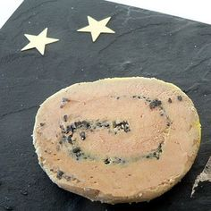Foie gras de canard mi-cuit : 14 recettes de foie gras maison - Journal des Femmes Yummy Food, Tasty, Charcuterie, Camembert Cheese, Entrees, Spicy, Food And Drink, Carpaccio, Nouvel An