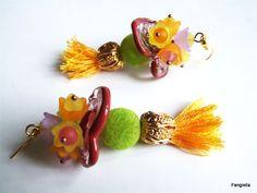 Boucles d'oreilles multicolores pompons, disques verre artisanal filé au chalumeau, perles velours, fleurs lucite : Boucles d'oreille par fangiella