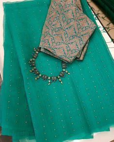 Best 12 Beautiful as well art – SkillOfKing. Cotton Saree Designs, Silk Saree Blouse Designs, Saree Blouse Patterns, Trendy Sarees, Stylish Sarees, Fancy Sarees, Simple Sarees, Simple Blouse Designs, Saree Trends