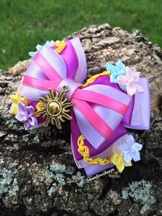 Deluxe Rapunzel Hair Bow with Alligator Clip Diy Bow, Diy Ribbon, Ribbon Crafts, Ribbon Bows, Princess Hair Bows, Girl Hair Bows, Rapunzel Hair, Ariel Hair, Disney Diy