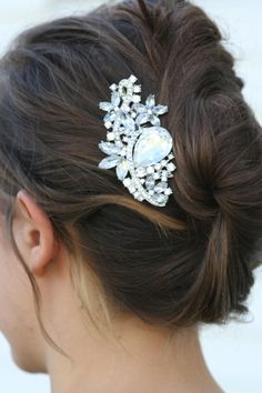 Wedding day haircomb for reception