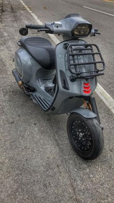 Vespa 50, Vespa Scooters, Classic Vespa, Posters, Motorcycle, Passion, Bike, Ideas, Autos