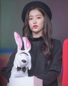#Seulrene #Chaekyul Setuju gak kalau Cinta dan benci itu bedanya tip… #fiksipenggemar # Fiksi penggemar # amreading # books # wattpad