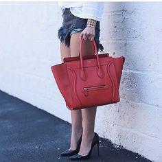 【only_you316】さんのInstagramをピンしています。 《LINE ID:  aimee.319 DMよりラインの方が早いです。 2つ以上の購入は追加割引可能。 基本付き品:1。財布 : 専用箱、専用袋、Gカード、該当ブランドのショッパー 2。バッグ : 専用袋、Gカード、該当ブランドのショッパー #chanel#シャネル#パロディ#ルブタン#dior#ルイヴィトン#夏#雨#ラブ#グッチ#サンダル#靴#スニーカー#コピー品#バーキン#エルメス#サンローラン#セリーヌ#ラゲージ#クロムハーツ#バレンシアガ#東京#j12#大阪#カルティエ#ロレックス#時計#旅行#海#フェンディceline》