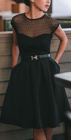Clasico vestido negro. #hombros sexies