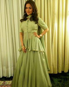 Lehenga Choli Designs, Sharara Designs, Choli Blouse Design, Kurti Designs Party Wear, Blouse Designs, Indian Gowns Dresses, Indian Fashion Dresses, Indian Designer Outfits, Fashion Outfits