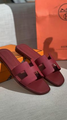 Hermes Shoes, Hermes Men, Hot Heels, Fashion Sandals, Luxury Shoes, Cute Shoes, Comfortable Shoes, Leather Sandals, Fashion Ideas