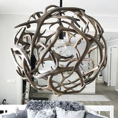 Here are 16 awesome ideas for diy Christmas decorations. Antler Lamp, Antler Lights, Antler Chandelier, Deer Decor, Rustic Decor, Farmhouse Decor, Interior Design Living Room, Living Room Decor, Cow Kitchen Decor