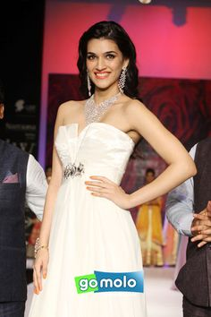 Kriti Sanon on Day 3 of India International Jewellery Week (IIJW) 2014 at Hotel Grand Hyatt in Mumbai