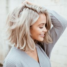Golden Blonde Balayage for Straight Hair - Honey Blonde Hair Inspiration - The Trending Hairstyle Short Dyed Hair, Wavy Hair, Short Hair Cuts, Lob Hair, Medium Hair Styles, Short Hair Styles, Medium Short Haircuts, Wedge Haircut, Blonder Bob