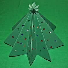 I think it is not too early to decorate your home and making craft for Christmas season. You know kids love to make craft for Christmas season. Christmas is a time that everyone enjoys and celebrates in his/her own way.