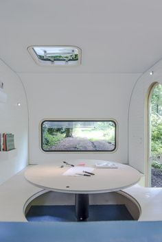FIVE AM transforme une caravane en un espace de travail évolutif