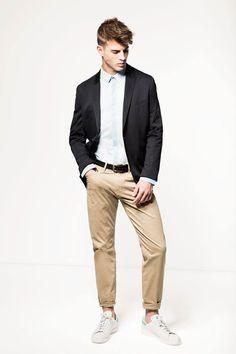 Mexx // Le pantalon beige et les baskets