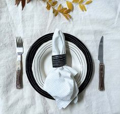 Thanksgiving DIY Project: Clay Napkin Rings from BTW Ceramics (Design*Sponge) Thanksgiving Diy, Green Bean Casserole, Cool Diy Projects, Clay Projects, Diy Clay, Diy Wreath, Diy Tutorial, Napkin Rings, Easy Diy