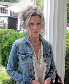 """:D❤️Jane Fonda. Although I realize she uses some """"help"""" now and then, I still think she's aging beautifully. Love her hair in this pic. Going Gray Gracefully, Aging Gracefully, Long Gray Hair, Grey Hair, White Hair, Peace Love And Misunderstanding, Beautiful Old Woman, Jane Fonda, Ageless Beauty"""