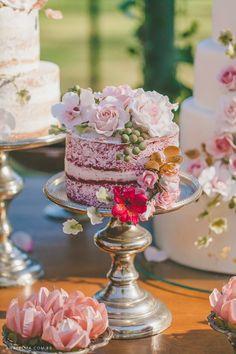 Casamento no campo estilo Boho Chic. Papo Lápis de Noiva. red Velvet Naked Cake