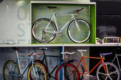 Quella get in front of Old Street Station commuters with a pop-up showcasing their bikes. #quella #quellabikes #fixie #commute