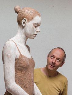 Bruno Walpoth Es Un escultor nacido en Bressanone, Italia, en 1959.
