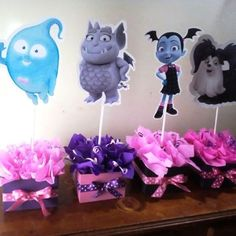 centro de mesa vampirina Peacock Birthday Party, 2nd Birthday Party Themes, Birthday Party Desserts, Tea Party Birthday, Halloween Birthday, Birthday Diy, First Birthday Parties, Birthday Ideas, Birthday Table Decorations