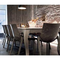 Magis Zartan stoel raw. Deze stoel heeft een stoere en industriële uitstraling, maar toch heeft hij keurige tafelmanieren! @magisdesign #stoelen #stoel #eetkamerstoel #design #Flinders