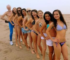 old-guy-bikini-photobomb