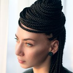Box braids, either big, medium, or small, are one of the most protective hairdos that you can use to make your strands healthy and robust. Micro Braids Hairstyles, African Braids, African Hair, Small Box Braids, Two Strand Twists, Wedding Braids, Box Braids Styling, Winter Hairstyles, Natural Curls