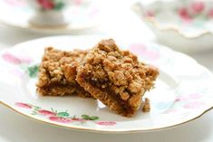 Date Crumble Cookie. Best cookie in the entire world -- for grown ups that is. Bon Dessert, Dessert Bars, No Bake Desserts, Easy Desserts, Date Squares, Canadian Food, Canadian Recipes, Desert Recipes, Cookie Bars