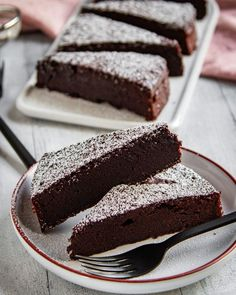 - Schwedischer Schokoladenkuchen (Chokladbak) – Tinas Küchenzauber Swedish chocolate cake (Chokladbak) – Tina's kitchen magic - Cupcakes, Chocolate Recipes, Chocolate Cake, Magic Chocolate, Sweet Recipes, Cake Recipes, Halloween Desserts, Food Cakes, Savoury Cake