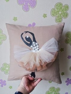Buy Pillows, Sewing Pillows, Kids Pillows, Designer Throw Pillows, Diy Crafts For Gifts, Diy Home Crafts, Sewing Crafts, Sewing Projects, Pillow Room
