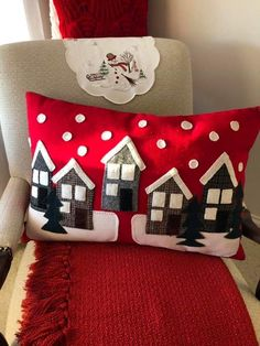 34 Super Ideas Natal Christmas Quilt Ideas crafts for christmas Christmas Sewing, Christmas Pillow, Felt Christmas, Christmas Quilting, Christmas Cushions To Make, Christmas Projects, Diy And Crafts, Christmas Crafts, Christmas Decorations