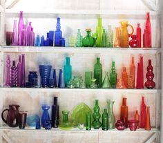 Rainbow glass Colored Glass Bottles, Bottles And Jars, Coloured Glass, Sea Glass Colors, Rainbow Glass, Stained Glass Designs, Murano, Modern Glass, Genie Bottle