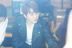You catch my attention Boo Seungkwan, Seventeen Memes, Seventeen Wallpapers, Pledis Entertainment, Jeonghan, Boys Who, Boy Groups, The Twenties, Kawaii