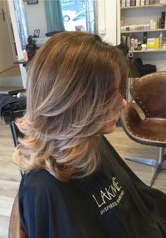 Nice softness but too many layers Medium Hair Cuts, Long Hair Cuts, Medium Hair Styles, Short Hair Styles, Mom Hairstyles, Haircuts, Long Layered Hair, Great Hair, Hair Highlights