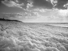 l'écume de Carmen à l'assaut de la dune  - à Tréguennec   © Paul Kerrien 2018 https://en-photo.frFinistère Bretagne