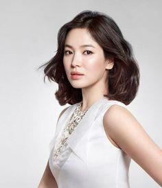 Loạt ảnh chứng minh vì sao netizen Hàn gọi Song Hye Kyo là búp bê sống Song Hye Kyo, Reason Song, Park Bogum, Short Girl Fashion, Interview Style, Model Face, Drama Korea, Korean Actresses, Short Girls