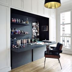 Contemporary home office - desk in a nook