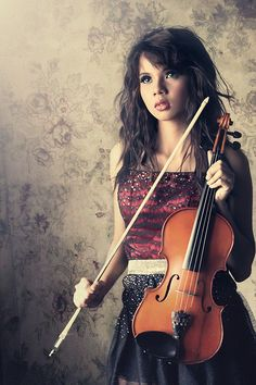 Violin Photography, Girl Photography, Violin Instrument, Lets Play Music, Violin Lessons, Folk Music, Classical Music, Beauty Women, Rockabilly Cars