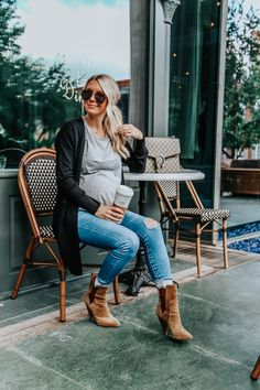 Maternity Jeans I'm Loving // Somewhere Lately - Sexy - Schwanger Casual Maternity Outfits, Stylish Maternity, Maternity Jeans, Maternity Dresses, Maternity Fashion, Maternity Style, Pregnancy Fashion, Maternity Clothing, Winter Pregnancy Outfits